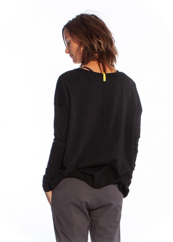 black drapey tee yogamii
