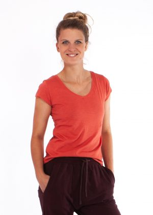 sara_tee_burnt orange yogamii