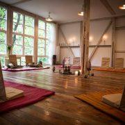 Retreat yoga skoven kalder